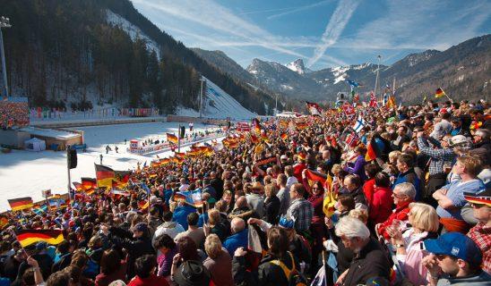 12-biathlon-publikum-mit-ho%cc%88rndlwand